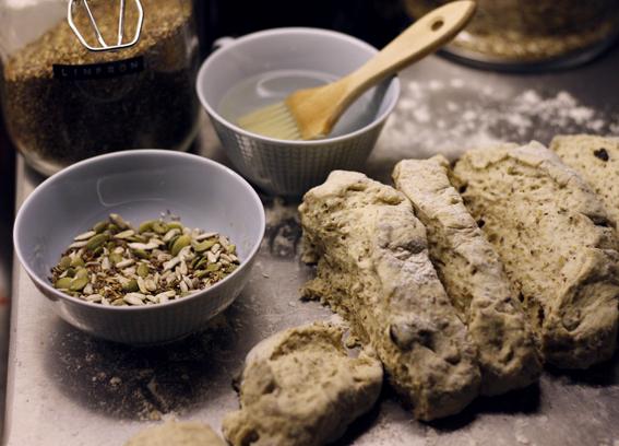 grovt bröd frallor frukostbröd bread
