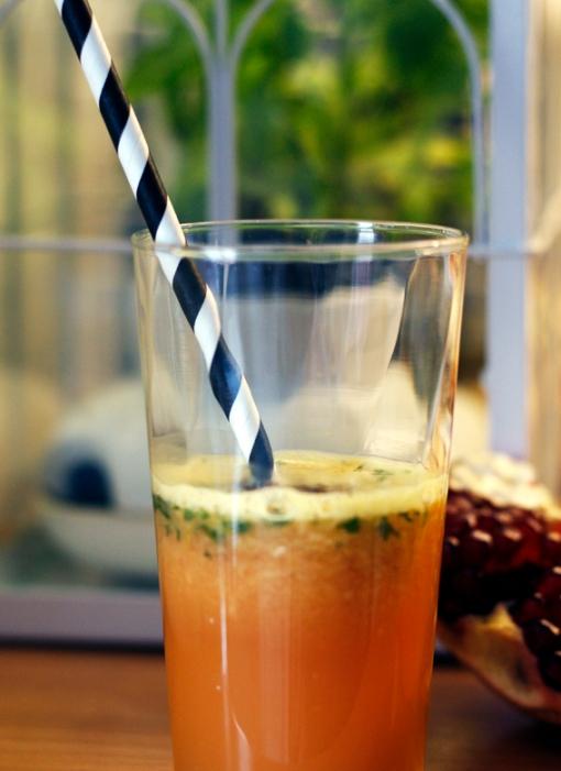 nyttig frukostdrink hälsdrink ingefära granatäple mynta