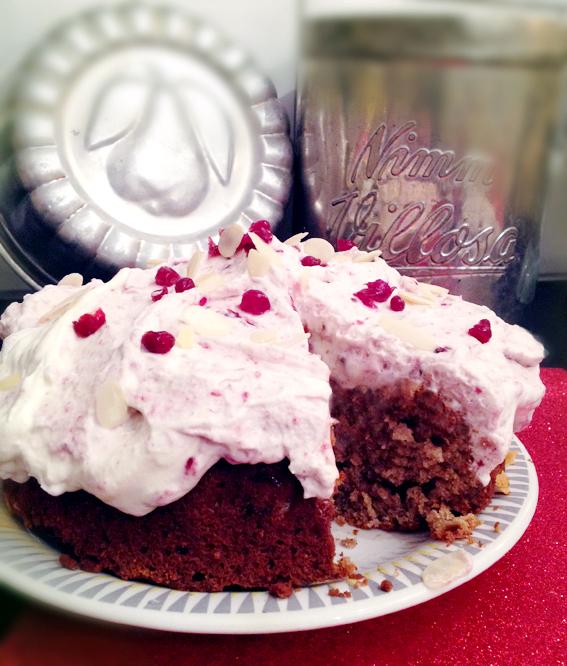 mjuk peparkaka tårta lingongrädde 1 bild