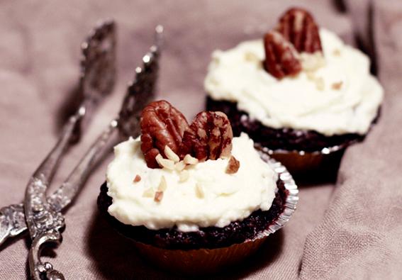 chokladmuffins chokladcupcakes rödbetsmuffins frosting spritsa vaniljfrosting orinnig