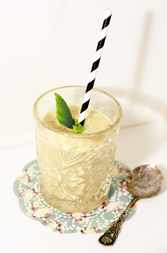 mangosmoothie-smoothie-frukt-mango-kokos-mynta