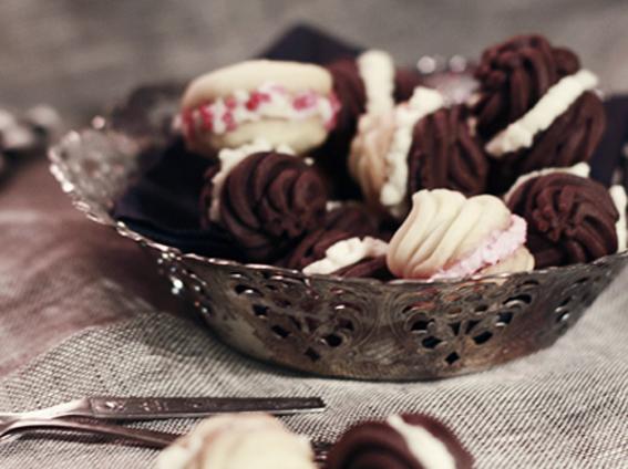 chokladkakor med fyllning vanilj  whoopies hallonkräm fchocolate