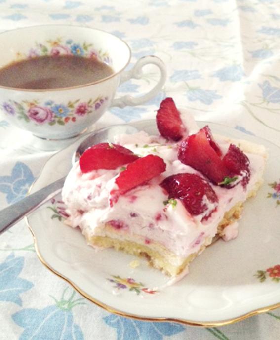 jordgubbstårta maräng midsommar