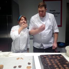 Dessertmästarna Josefine Bauman och Per Bäckström mumsar finaldessert! ; )