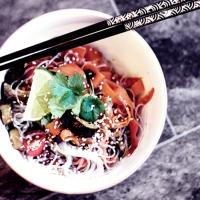 Asiatiska grönsaker med glasnudlar!